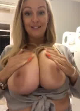 milf shows her huge natural tits on periscope